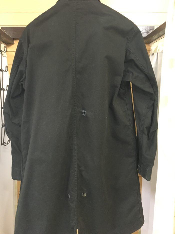 背中に傷のコート